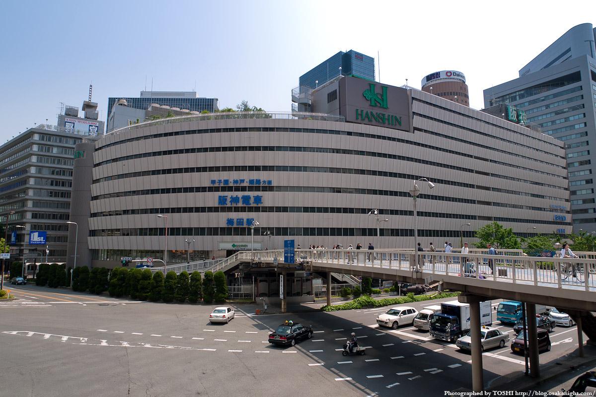 大阪神ビル(阪神百貨店)と新阪...