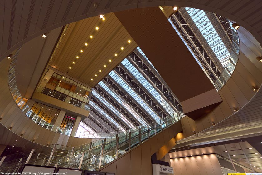 JR大阪駅 アトリウム広場から時の広場を見る