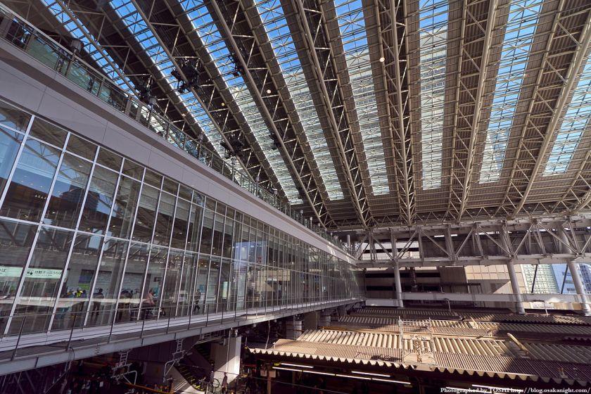 JR大阪駅 橋上駅舎とドーム屋根