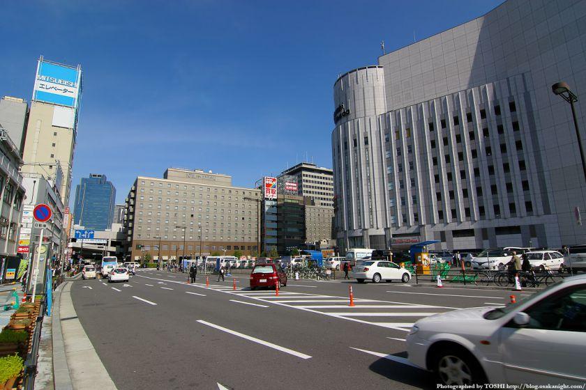 梅田東西道路 ヨドバシ梅田北側 1