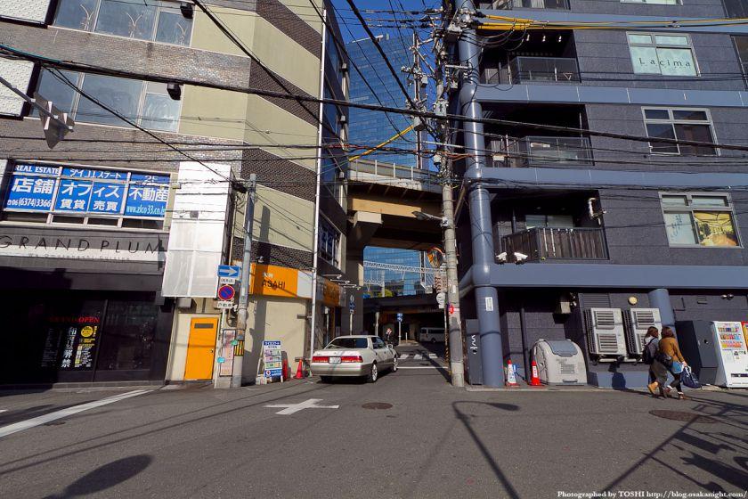 梅田東西道路 新御堂筋への出口
