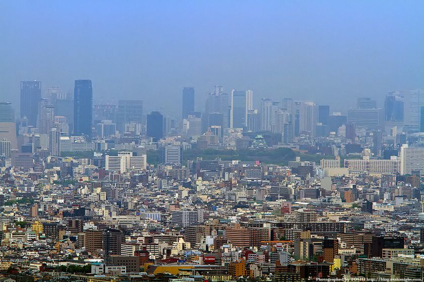 水呑地蔵から見た大阪の高層ビル群 01(大阪城〜梅田)