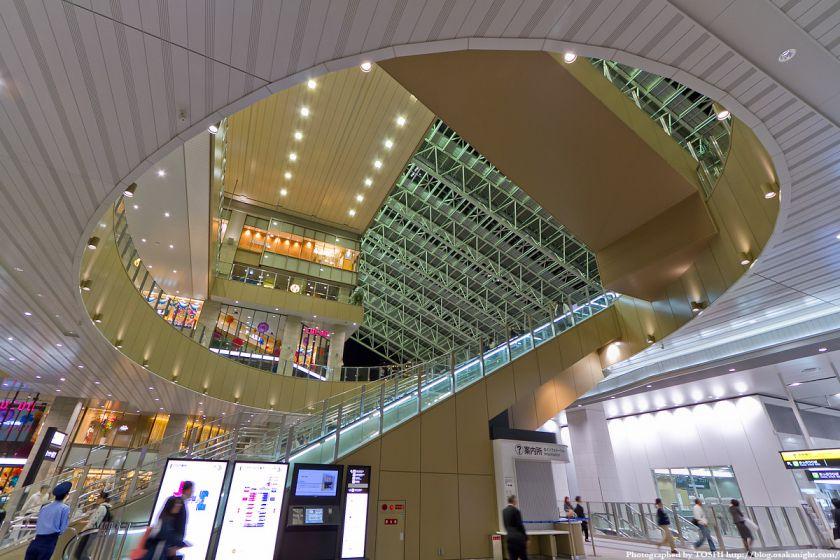 大阪ステーションシティ 時空の広場へのエスカレーター
