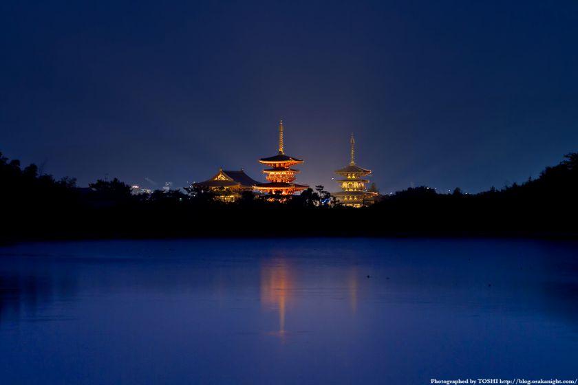 奈良 薬師寺のライトアップと大池 夜景 01