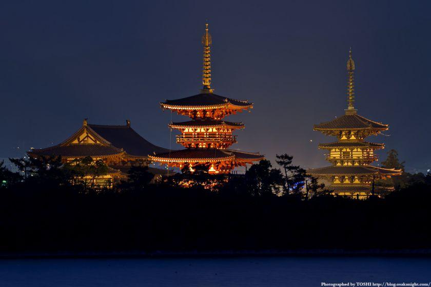奈良 薬師寺のライトアップと大池 夜景 02