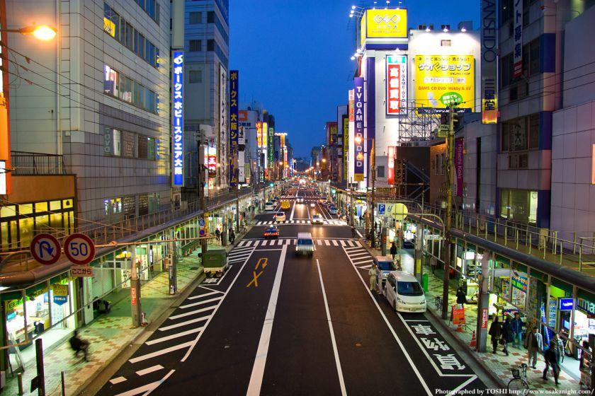 日本橋電気街(堺筋)南側