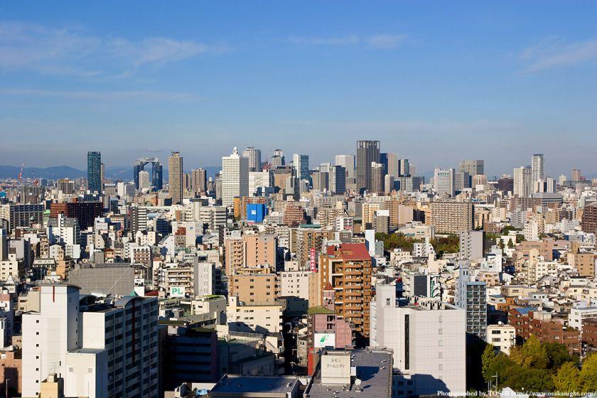 大阪市交通局庁舎から梅田方面の高層ビル群を臨む
