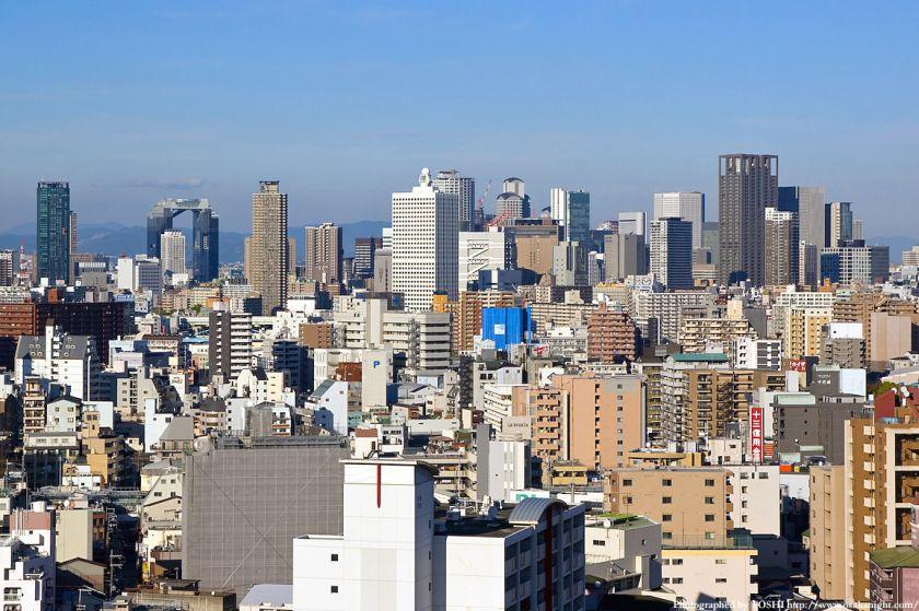 大阪市交通局庁舎から梅田方面の高層ビル群を拡大