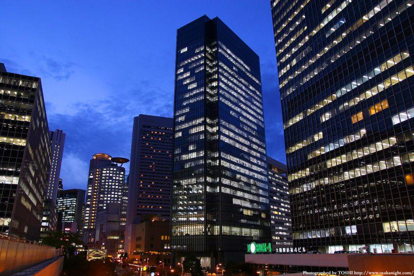大阪駅前ビル群 夕景