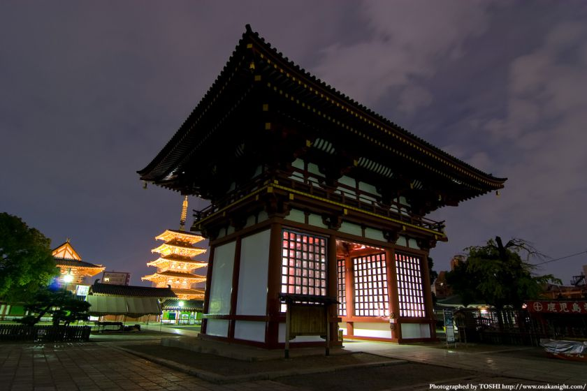 四天王寺 極楽門(西大門)と五重塔