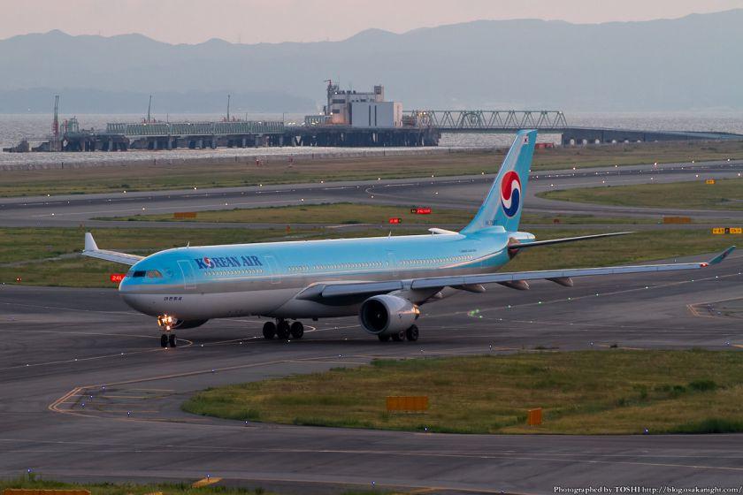 大韓航空 at 関西国際空港 2012年9月