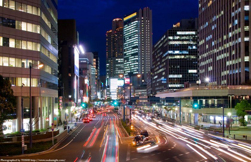梅田新道歩道橋から西梅田方面