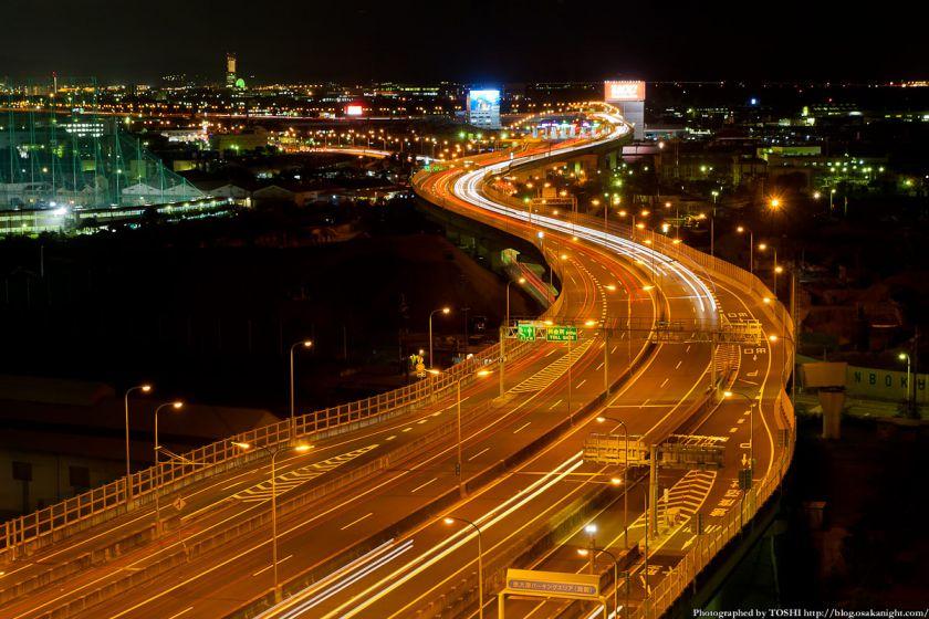泉大津PAから見る阪神高速湾岸線の夜景 02