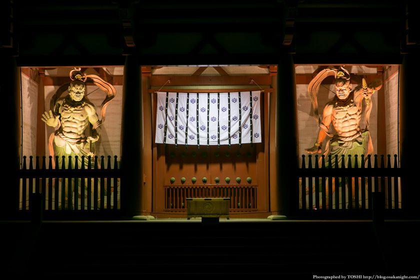 四天王寺 金剛力士像(仁王像)ライトアップ