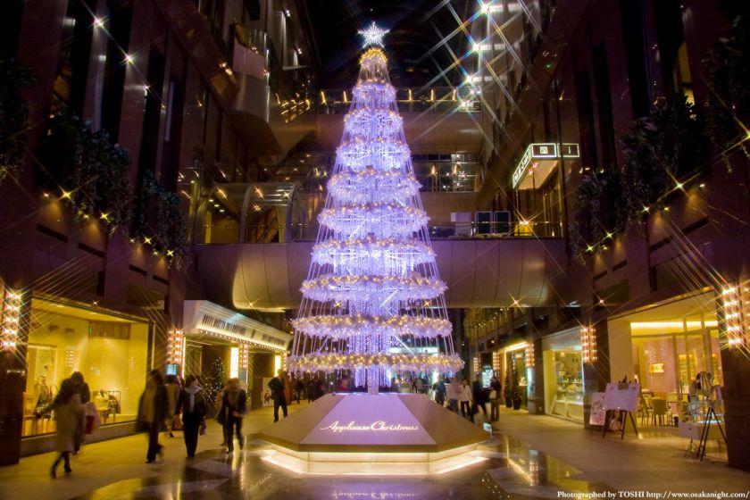 茶屋町アプローズのクリスマスツリー01