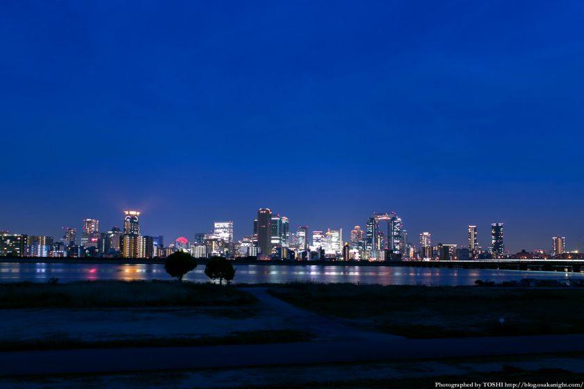 淀川河川公園からの梅田夜景 with グランフロント大阪
