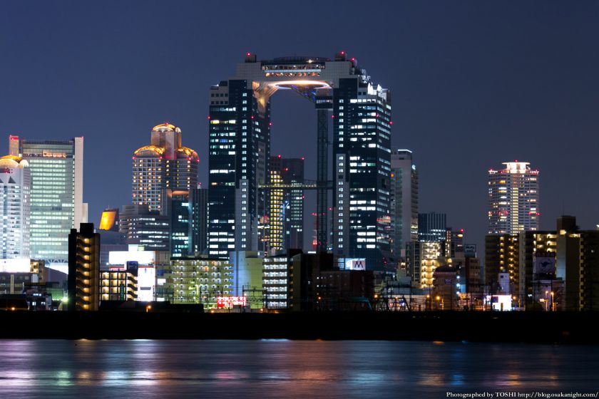 淀川河川公園の夜景 2013 03 (梅田スカイビル)