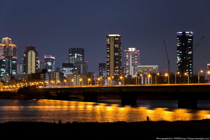 淀川河川公園の夜景 2013 08 (新十三大橋)