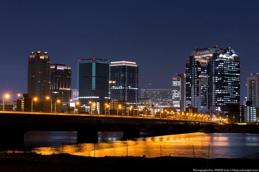 淀川河川公園の夜景 2013 09 (新十三大橋)