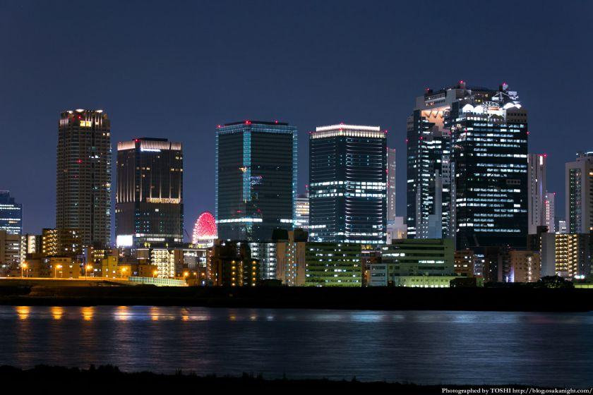 淀川河川公園の夜景 2013 11 (梅田スカイビルとグランフロント大阪)