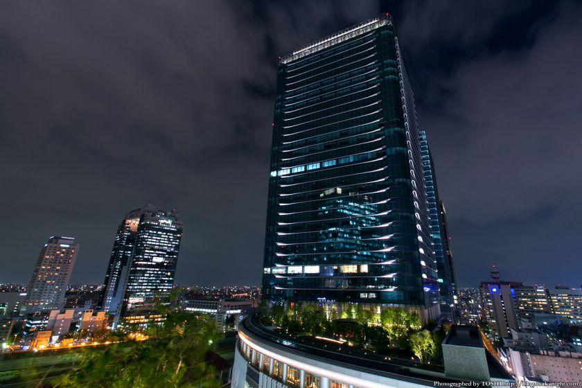 大阪ステーションシティから見るグランフロント大阪 夜景