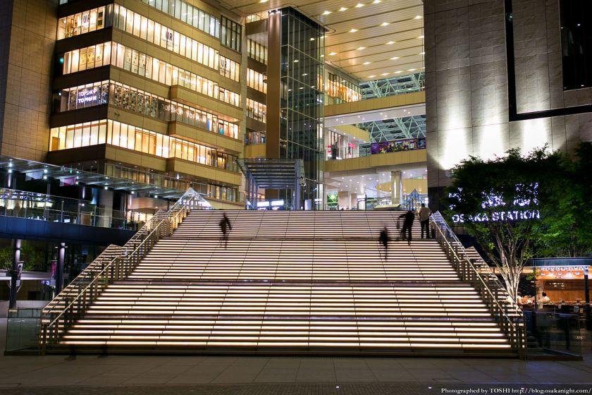 グランフロント大阪 うめきた広場 夜景 08 (大階段)