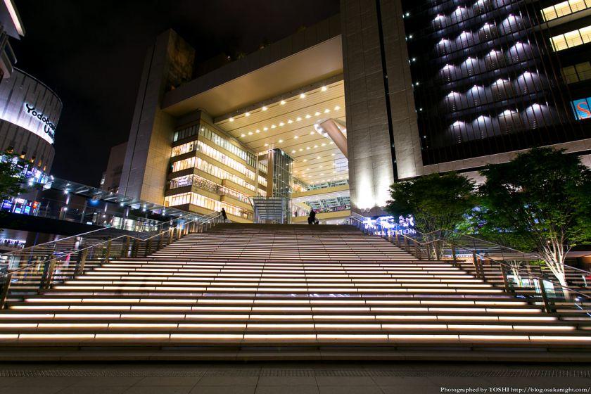 グランフロント大阪 うめきた広場 夜景 09 (大階段)