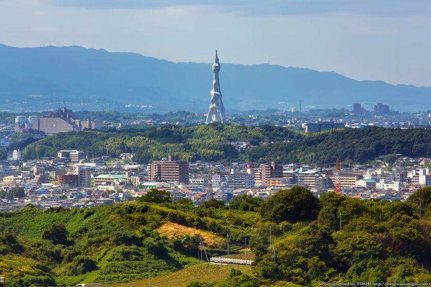 はびきの中央霊園からの眺め 富田林 PLの塔(大平和祈念塔) 2013年9月