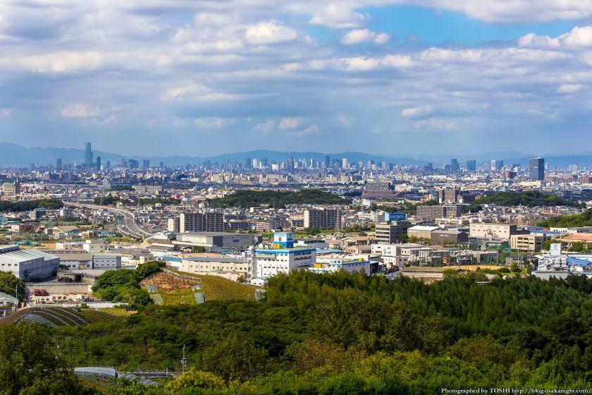 はびきの中央霊園からの眺め 大阪市内の高層ビル群 2013年9月
