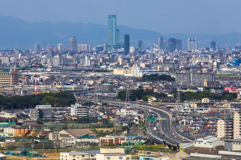 はびきの中央霊園からの眺め 西名阪自動車道とあべのハルカス 2013年9月