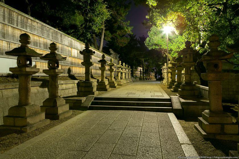 住吉大社 境内の灯籠 夜景