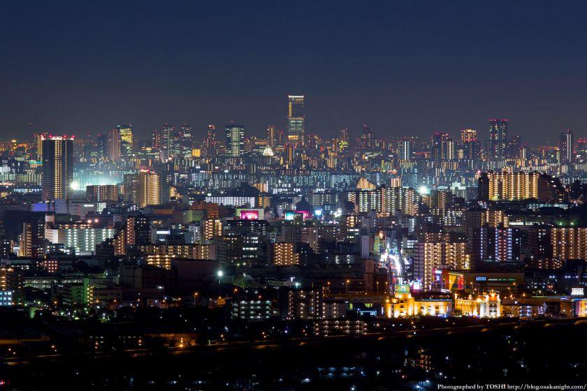 高槻大和ネオポリスから見る大阪の高層ビル群 夜景 あべのハルカス