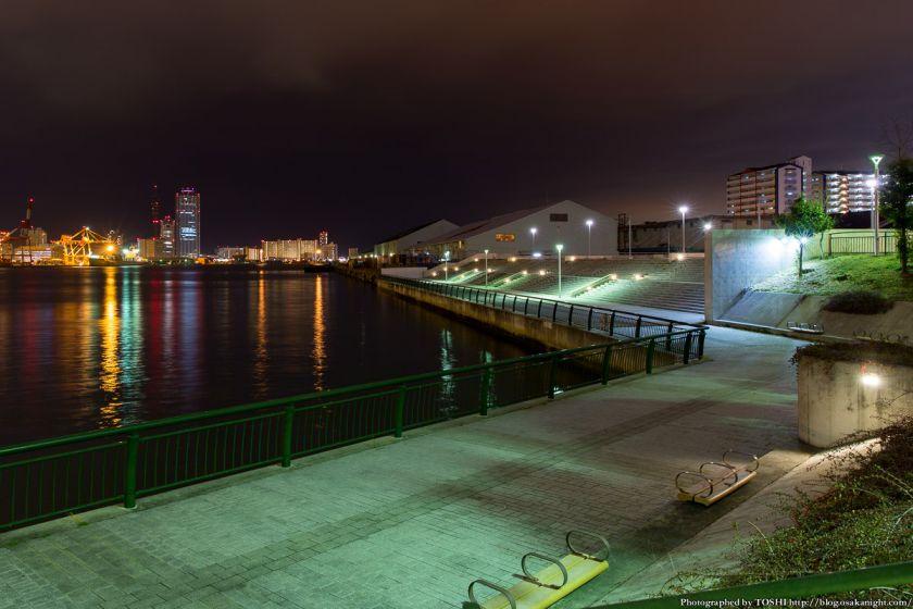 築港 赤レンガ倉庫 親水護岸の夜景 01