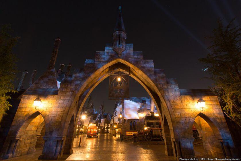 USJ ウィザーディング・ワールド・オブ・ハリー・ポッター ホグズミード村の入口 夜景