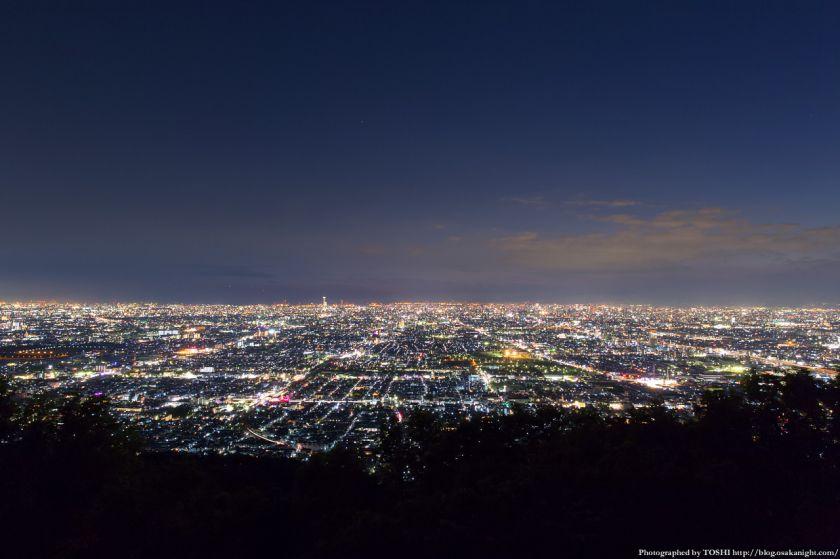 生駒山 なるかわ園地 みはらし休憩所からの夜景 01