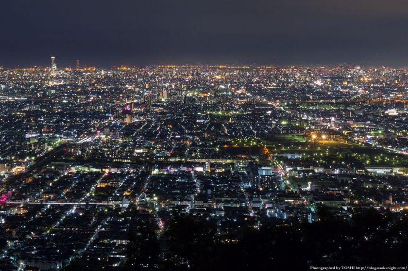生駒山 なるかわ園地 みはらし休憩所からの夜景 02