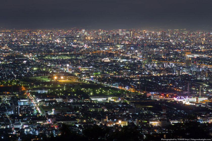 生駒山 なるかわ園地 みはらし休憩所からの夜景 04