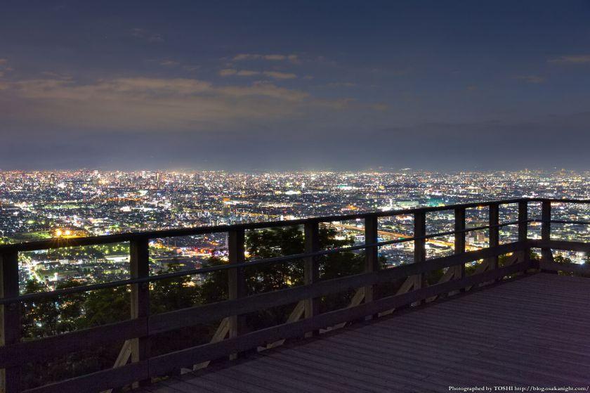 生駒山 なるかわ園地 みはらし休憩所からの夜景 07