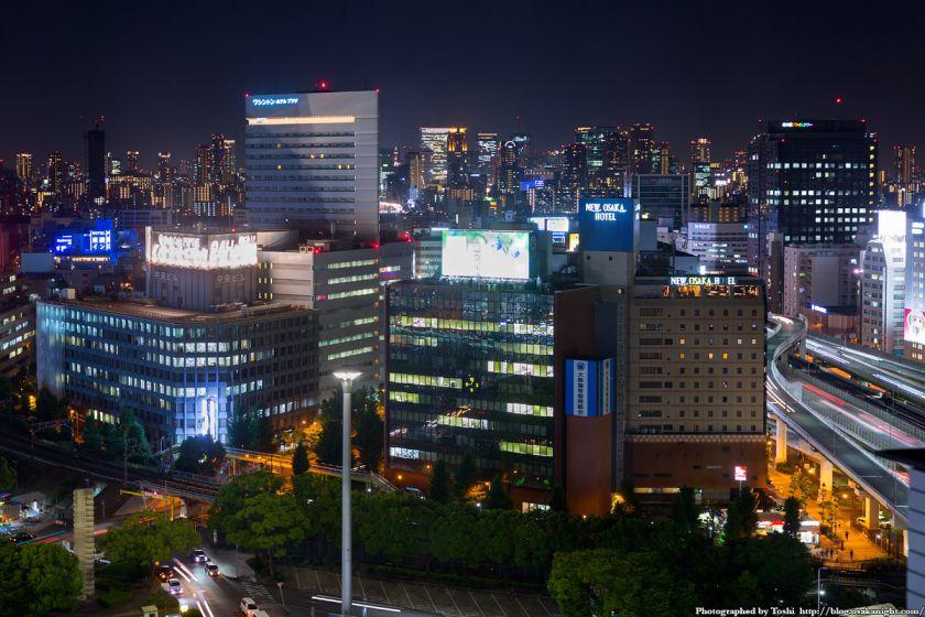 レム新大阪 南側 夜景 (新御堂筋) 2016年6月