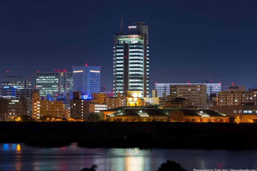 淀川河川公園 長柄地区 キーエンス本社ビルと水道記念館 夜景 2016年10月