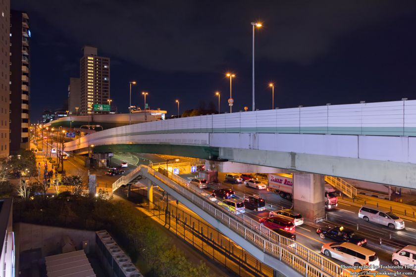 もりのみやキューズモールBASEより中央大通と阪神高速東大阪線 夜景 2017年2月