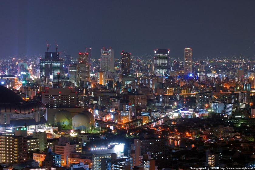 ホテル大阪ベイタワーからの夜景 難波の高層ビル群