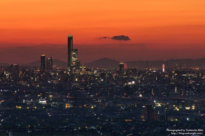 八尾市楽音寺から見る大阪方面の夕景 あべのハルカス 2017年11月