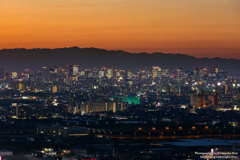 八尾市楽音寺から見る大阪方面の夕景 大阪市中心部 2017年11月