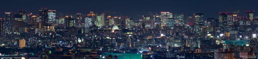 八尾市楽音寺から見る大阪の高層ビル群 パノラマ夜景 2017年11月