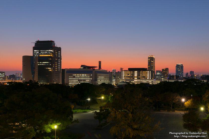 ミライザ大阪城 屋上から谷町四丁目方面のトワイライト夜景