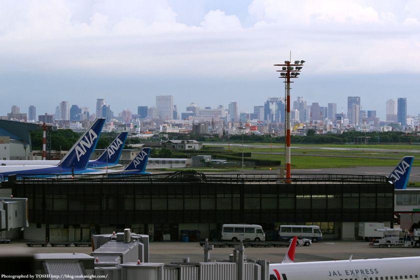 大阪(伊丹)空港から見た梅田の高層ビル群 1