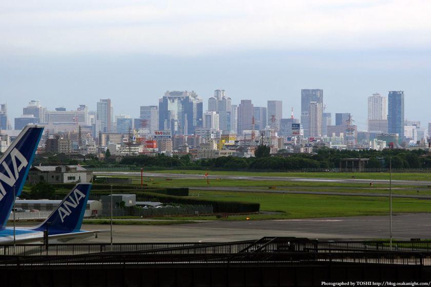 大阪(伊丹)空港から見た梅田の高層ビル群 2