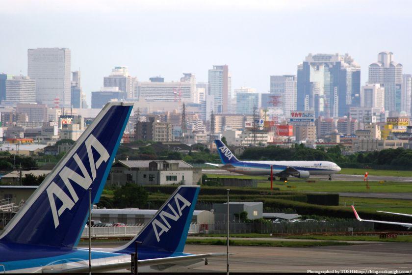 大阪(伊丹)空港から見た梅田の高層ビル群 4