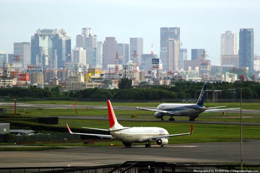 大阪(伊丹)空港から見た梅田の高層ビル群 5